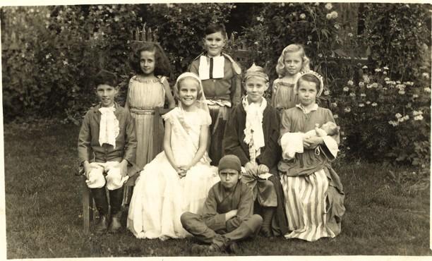 13-gardenschool-kashmir-1947
